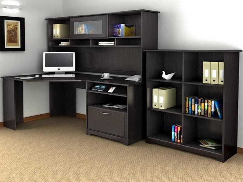 Компьютерная мебель в классическом черном стиле