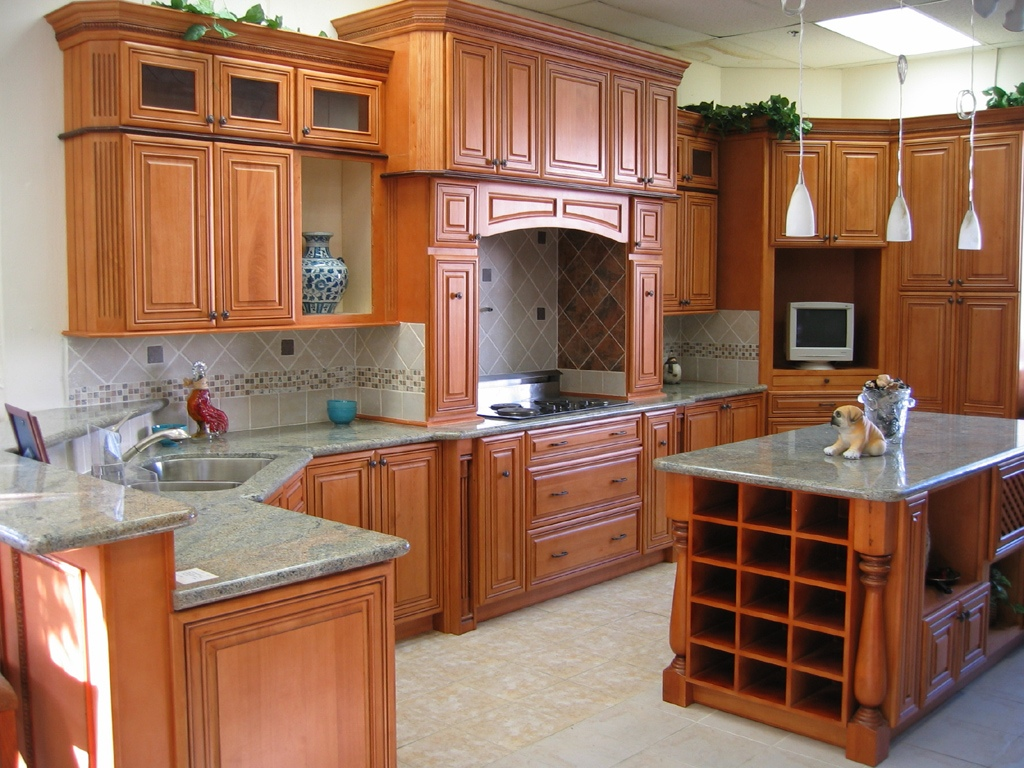 Мебель из натурального дерева для кухни