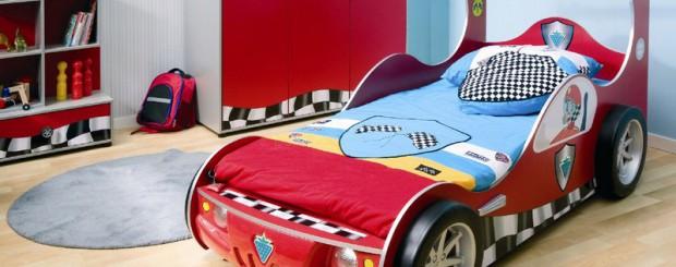 Кровать для ребёнка в виде спортивной машины