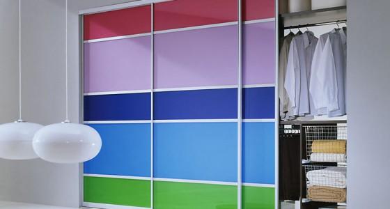 Встроенный шкаф-купе с разноцветныи дверьми