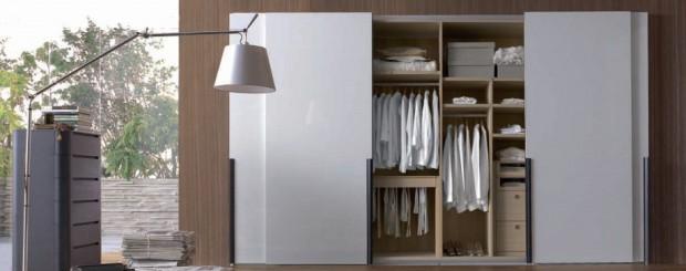 Встроенный белый шкаф-купе