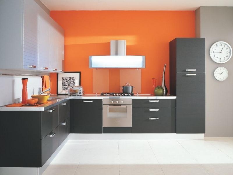 Современная и стильная угловая кухня